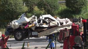 千葉東金道路で渋滞の列に大型トラック追突のニュース画像